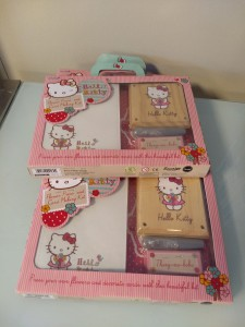 Hello Kitty flower press and card making kit / Hello Kitty bloemenpers en box voor het zelf maken van kaarten